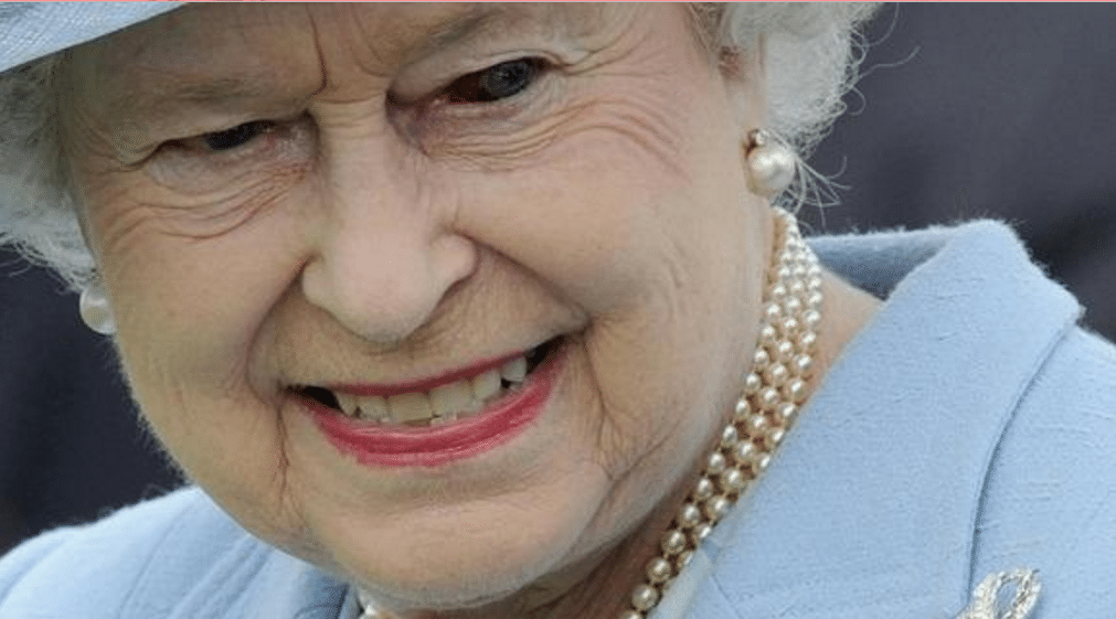Queen Elisabeth with reptilian eye