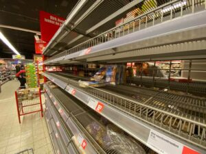 empty shelves in the Netherlands - hyperinflation - food shortages